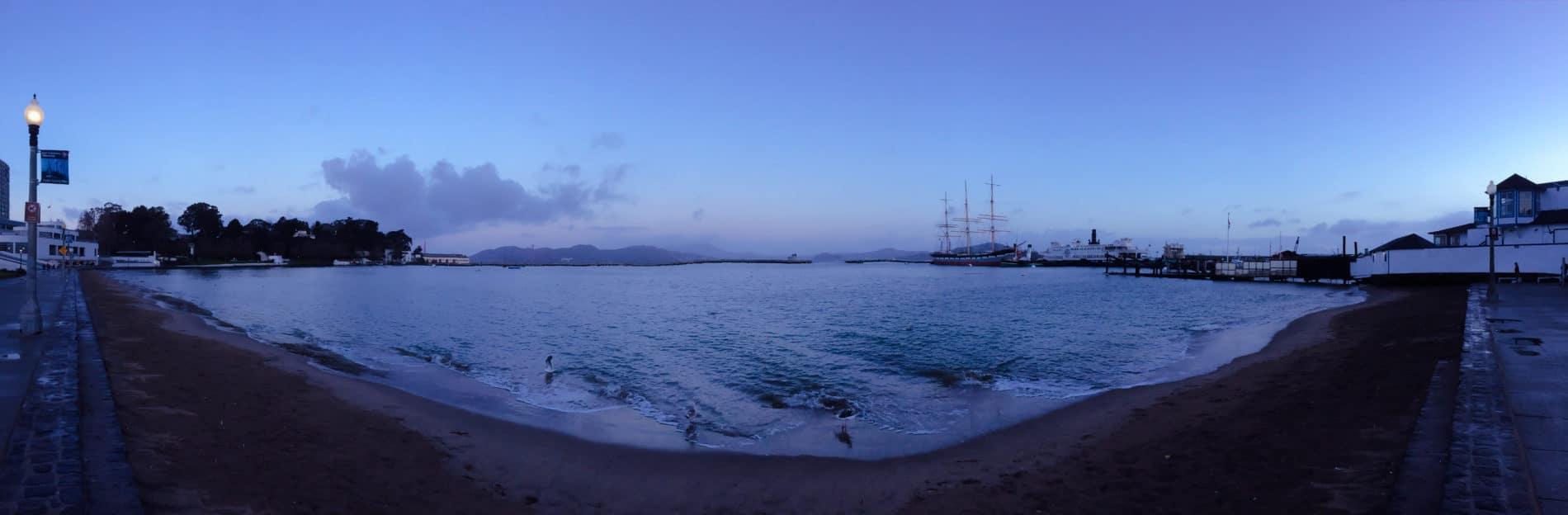 Morgens in der Stille vor dem Sonnenaufgang, Seeluft tanken und ankommen in San Francisco