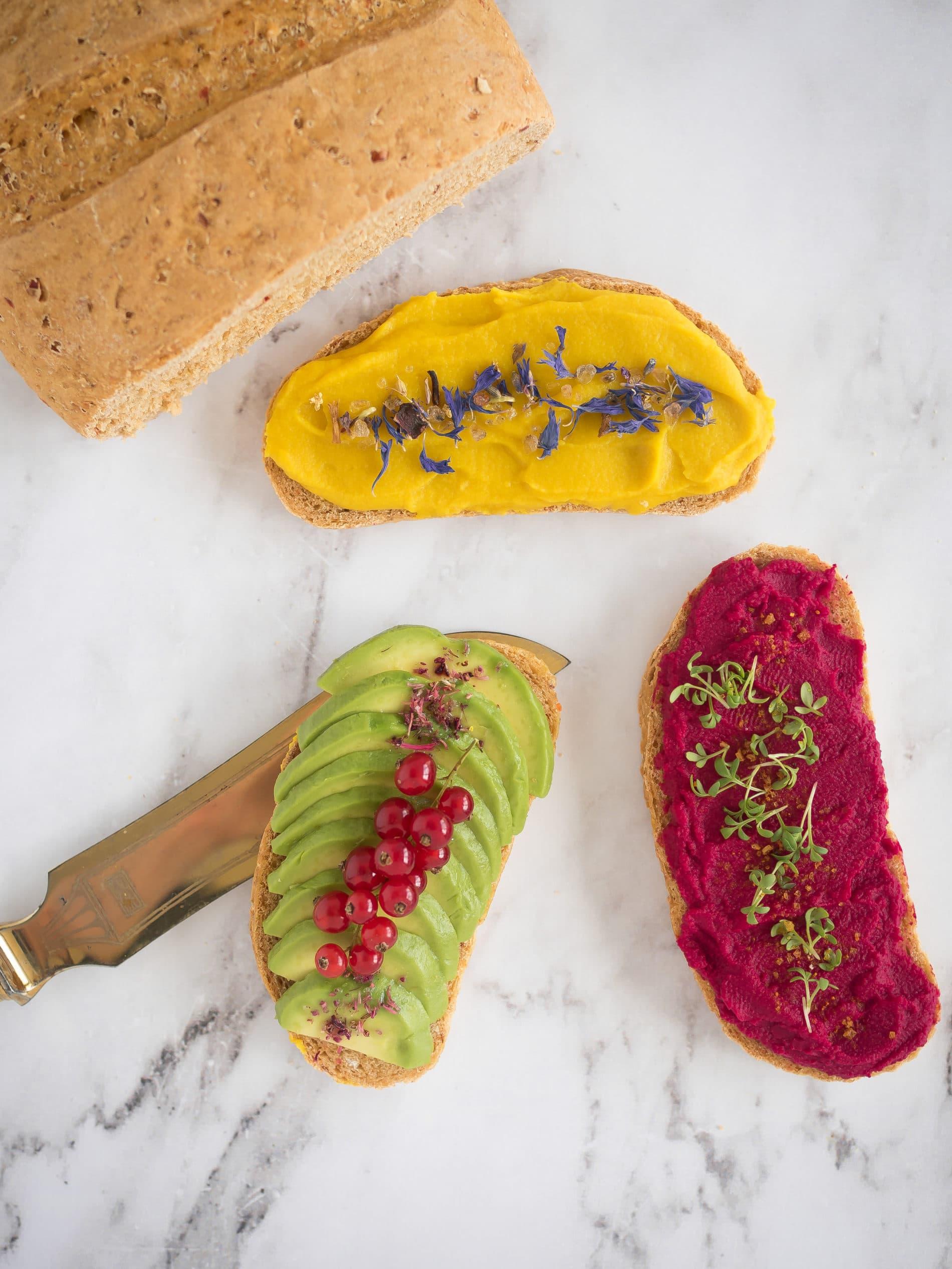 Meisterliches Brot von Meisterwerk mit zweierlei Hummus