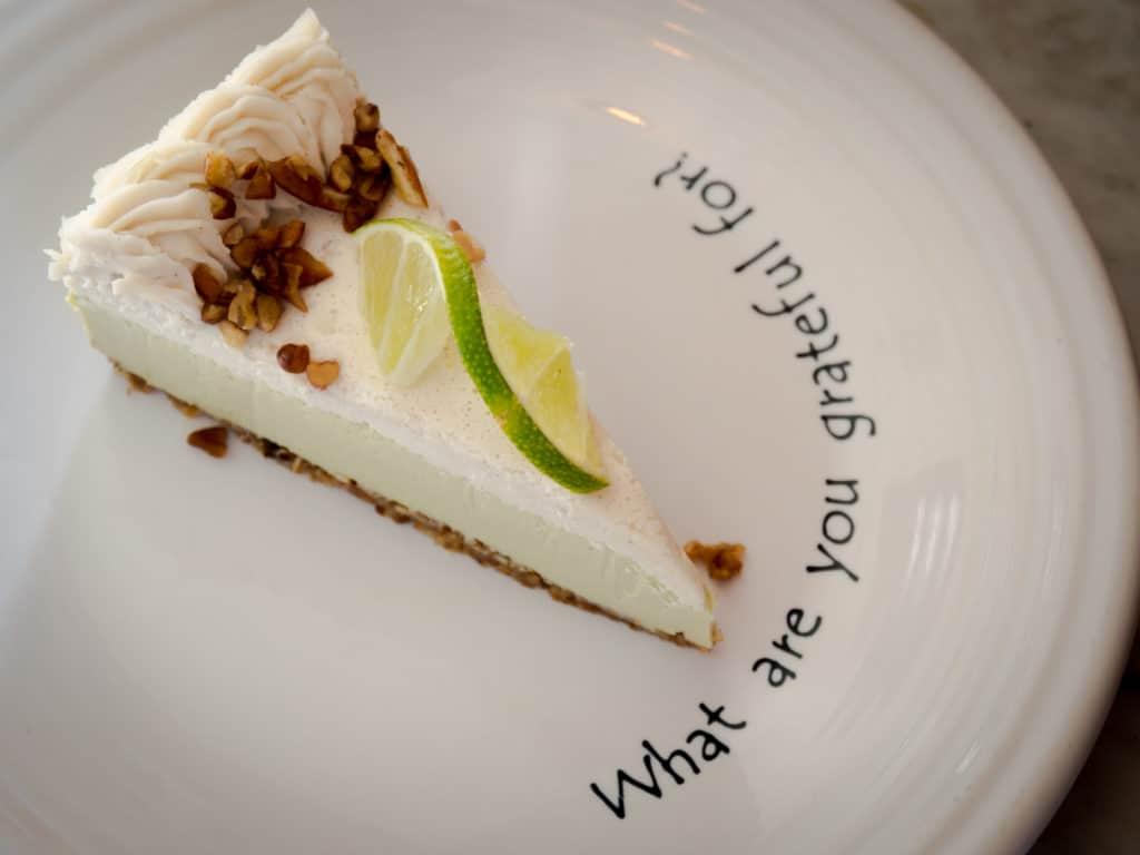 Limettenkuchen ohne backen: der Key Lime Pie aus dem Café Gratitude