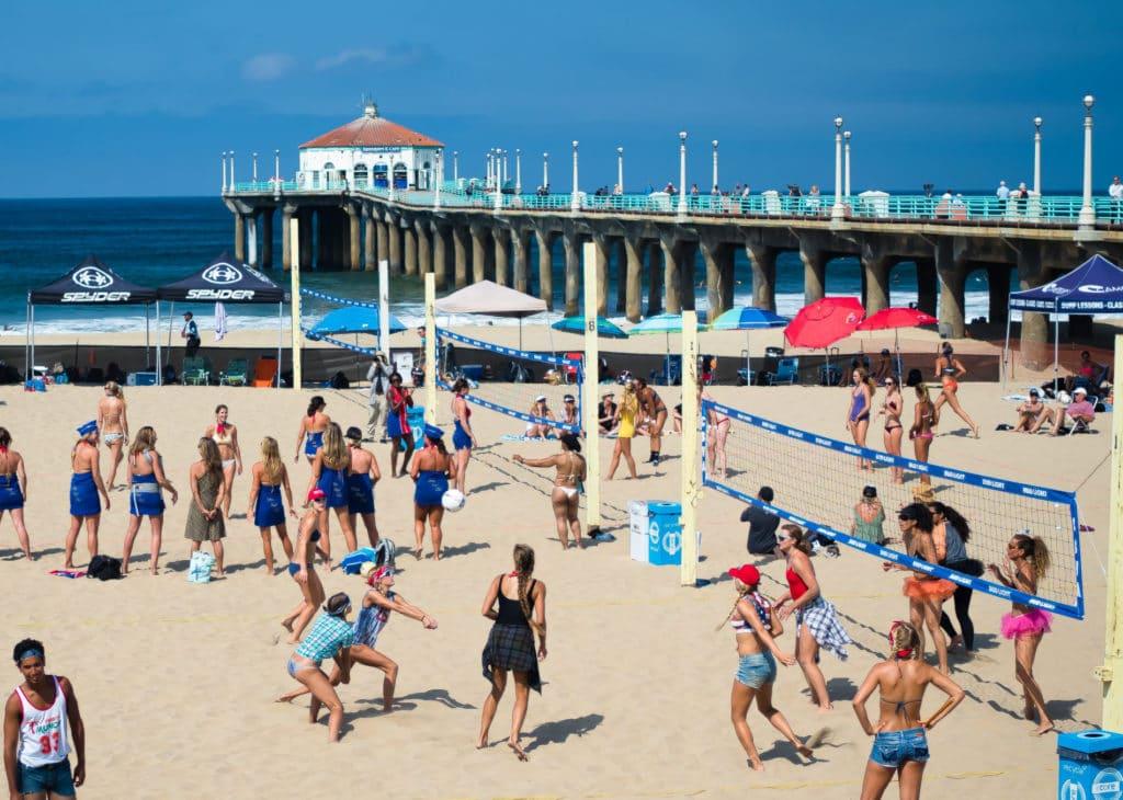Mein liebstes Match waren definitiv die Ballerinas gegen die All American Girls, im Hintergrund schön zu sehen die Volleyball Stewardessen :)