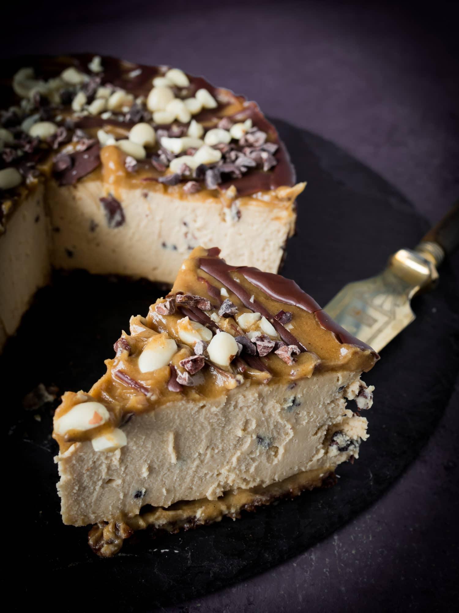 Snickers rawcake Käsekuchen im Anschnitt
