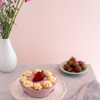 Erdbeer Kokos Eistörtchen mit Sauerrahmsahne