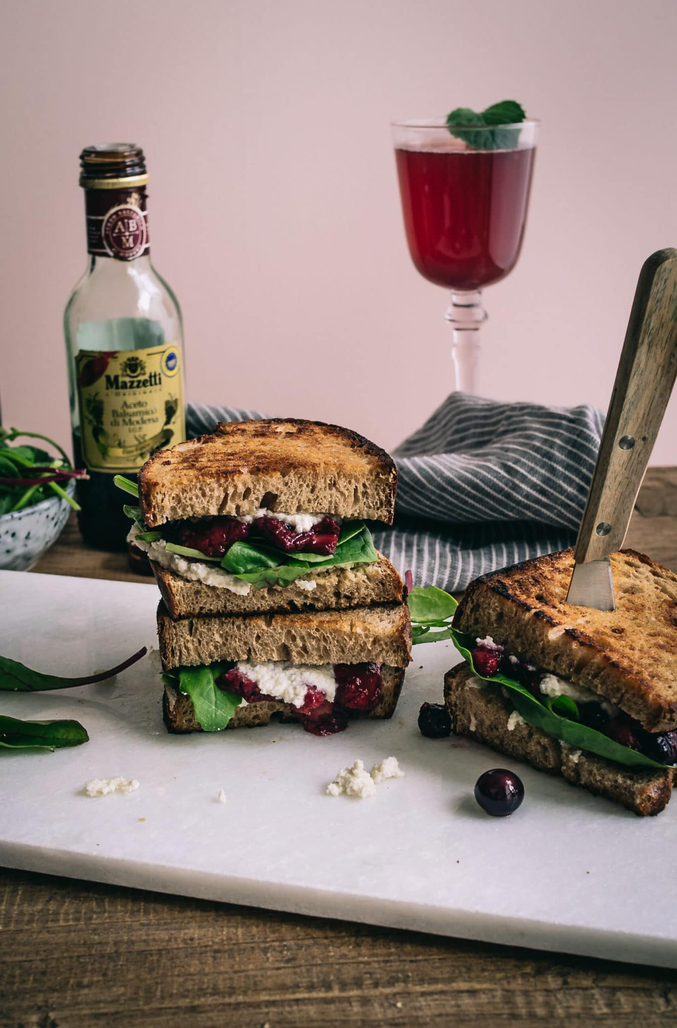 Beeren und Balsamico grilled Ricotta Sandwich mit Mazzetti l'originale