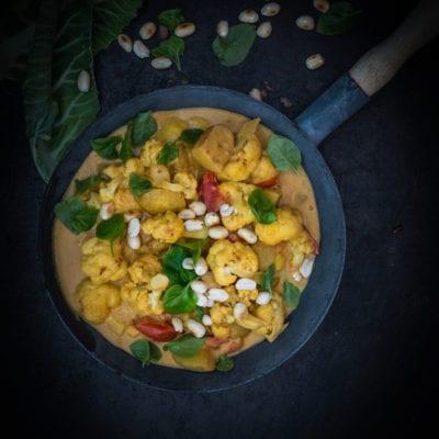 Blumenkohl Erdnuss Curry -gutes Essen für schlechte Tage.