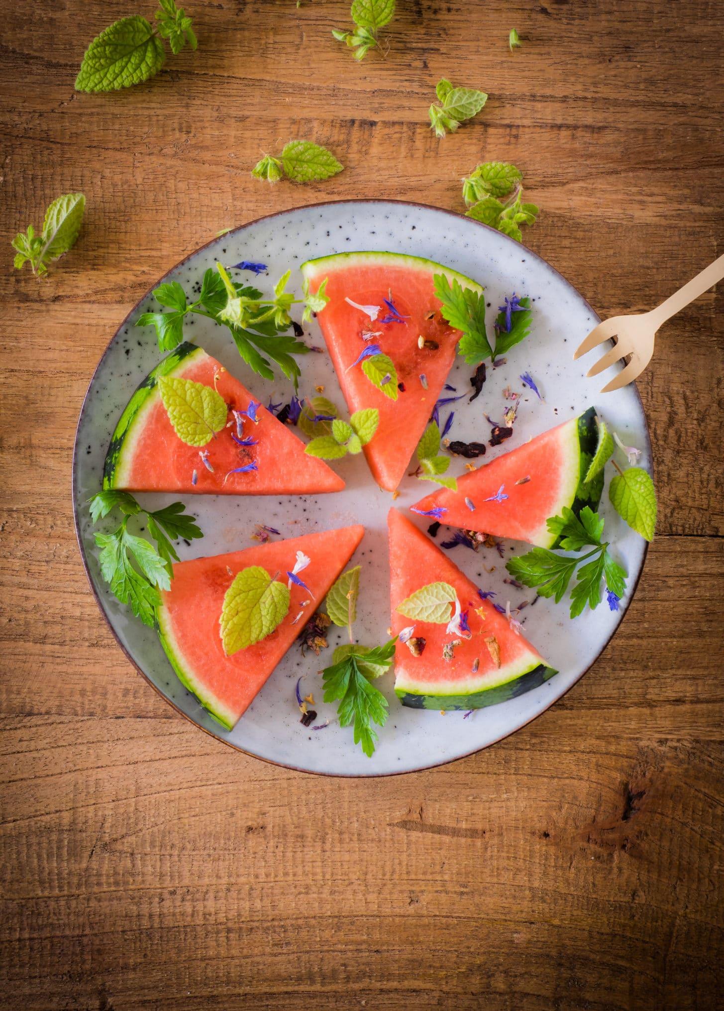 Wassermelone mit Melisse, Petersilie und Ahornsirup