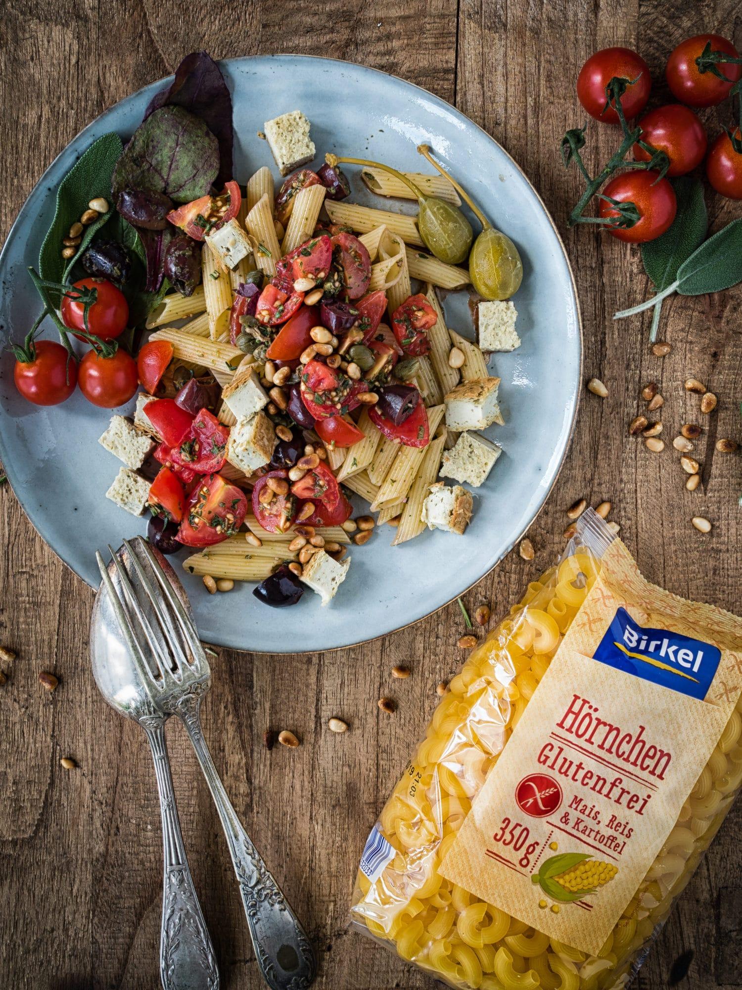 Griechische Wildkräuter Pasta mit gebackenem Cashew Feta
