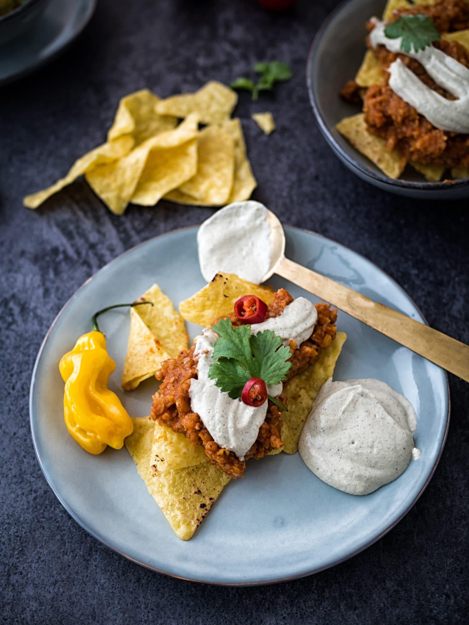 Vegane indische Dal Tortillas mit Paneersauce und Chio Tortilla Chips