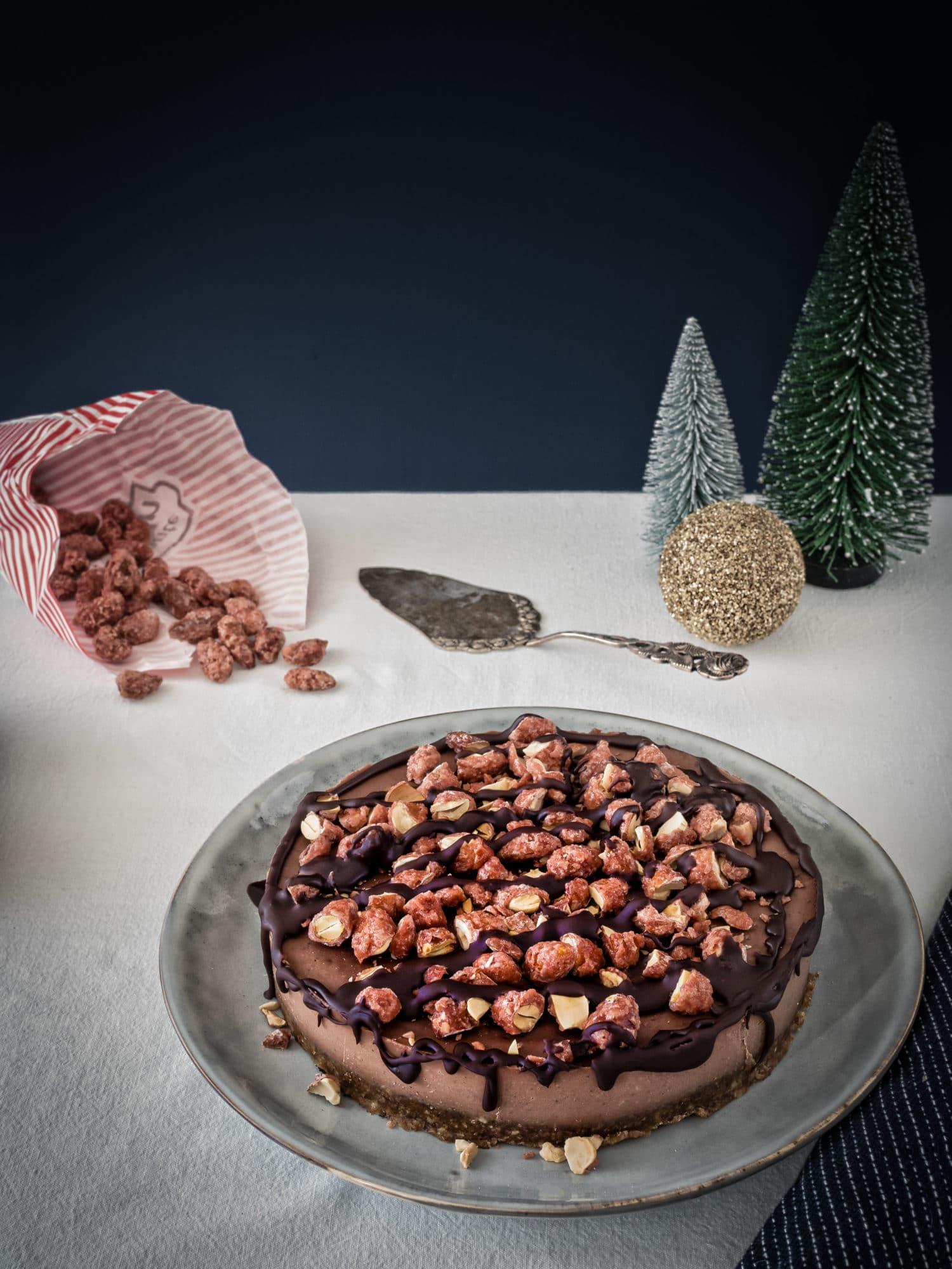 Vegane Baileys Schokoladentorte mit gebrannten Mandeln