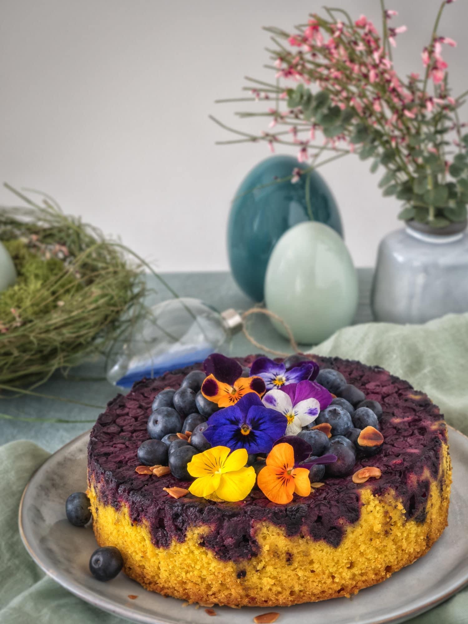 Kurkuma Kuchen mit Blaubeeren