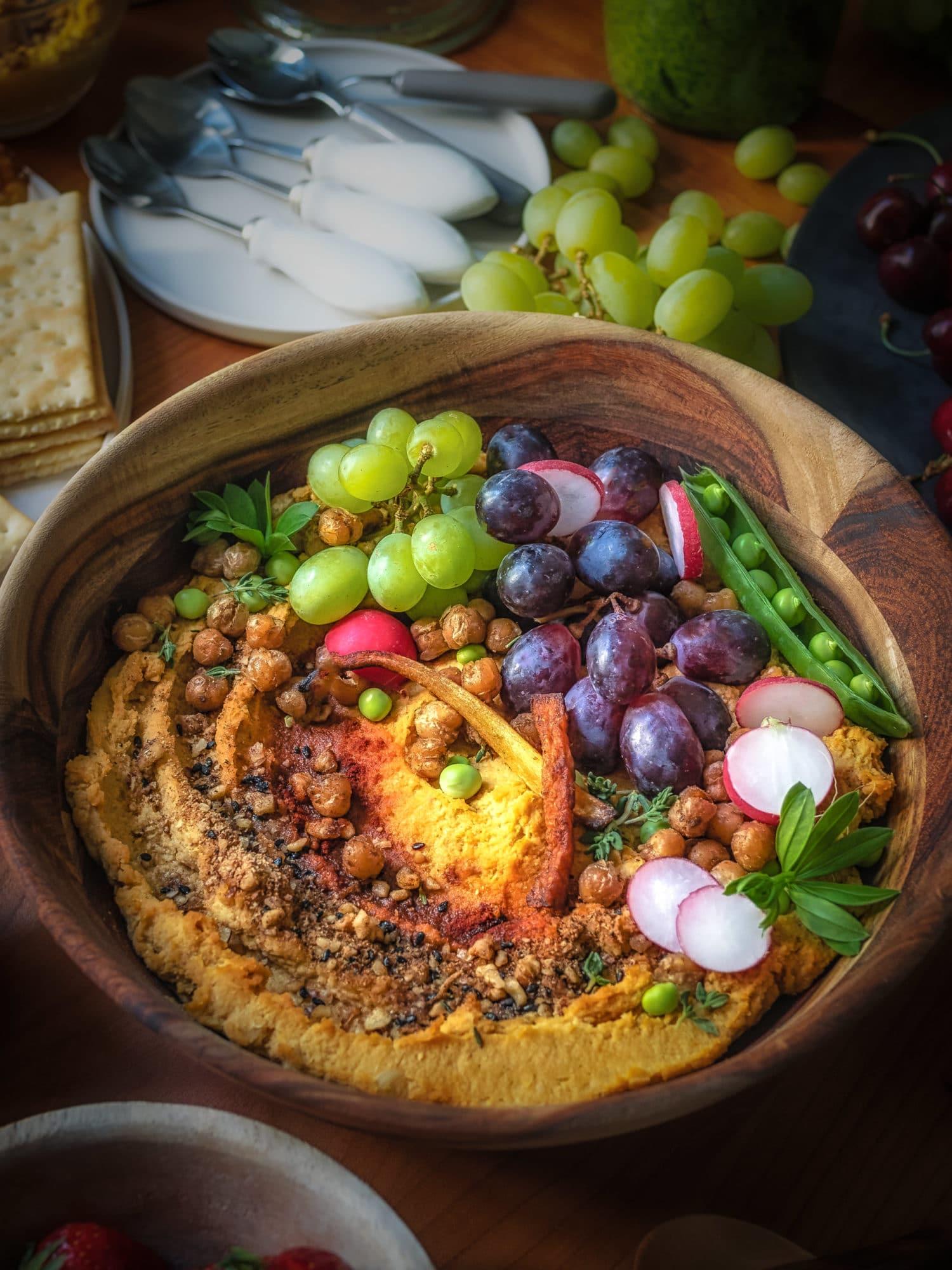 Kürbis Rezept : Kürbis Hummus bunt garniert.