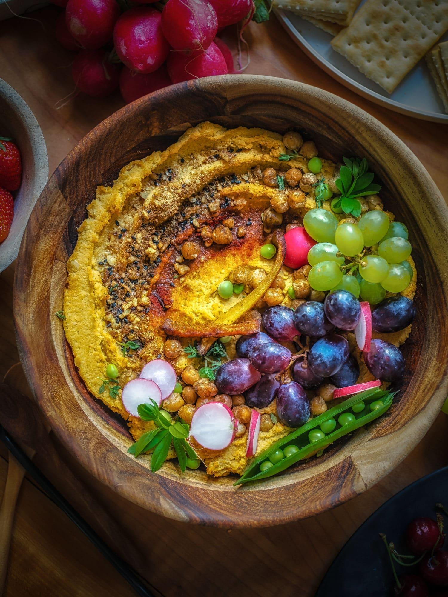 Kürbis Rezept Kürbis Hummus in Schale mit Deko
