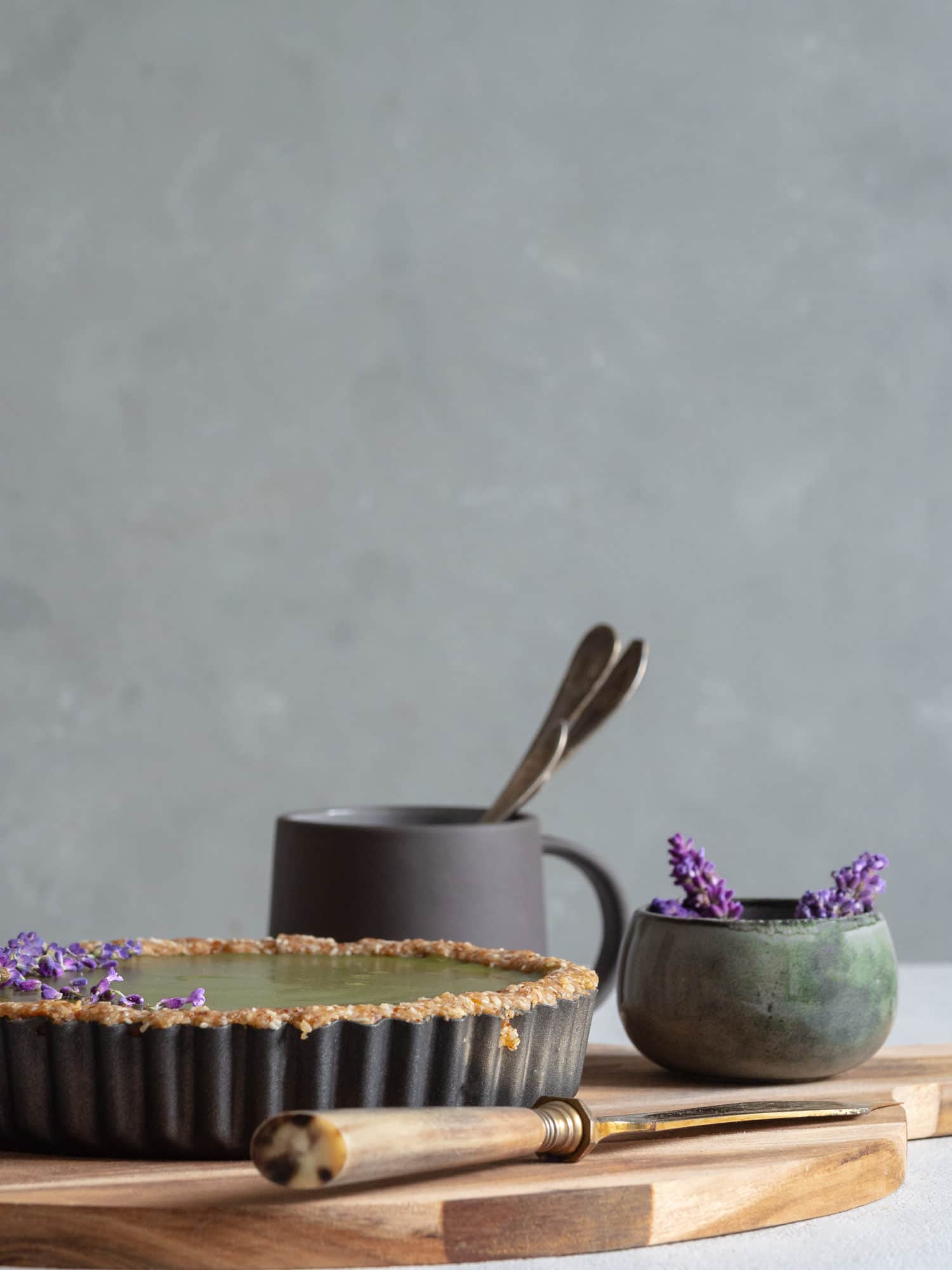 Matcha Lavendel Tarte. Vegan und No Bake