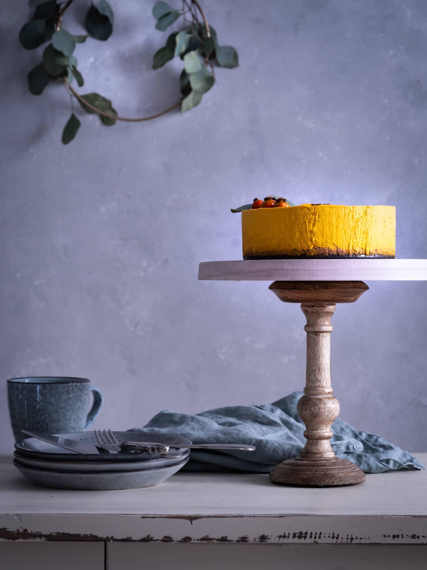 Kürbiskuchen auf Etagere auf Tisch