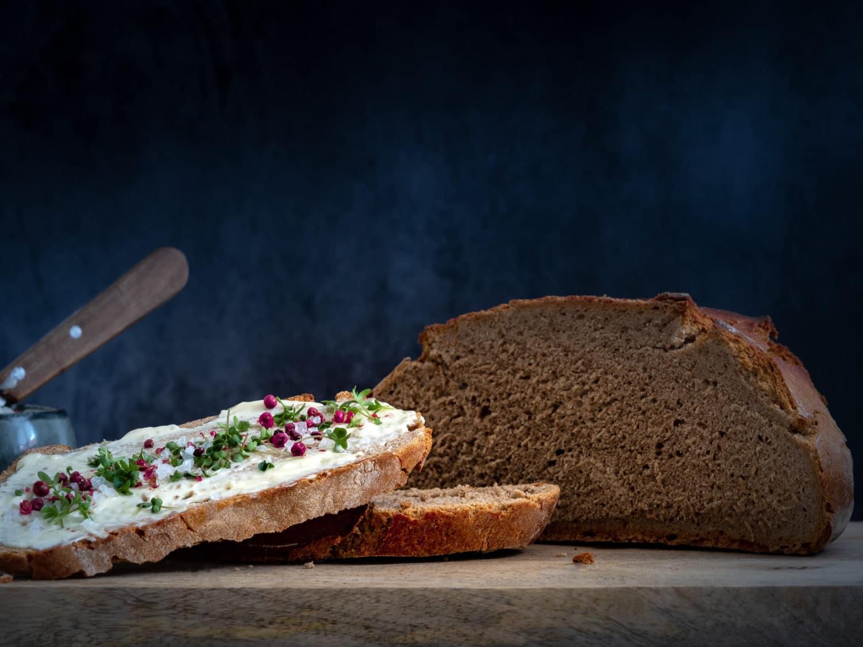Brot anschnitt mit Butter Brot