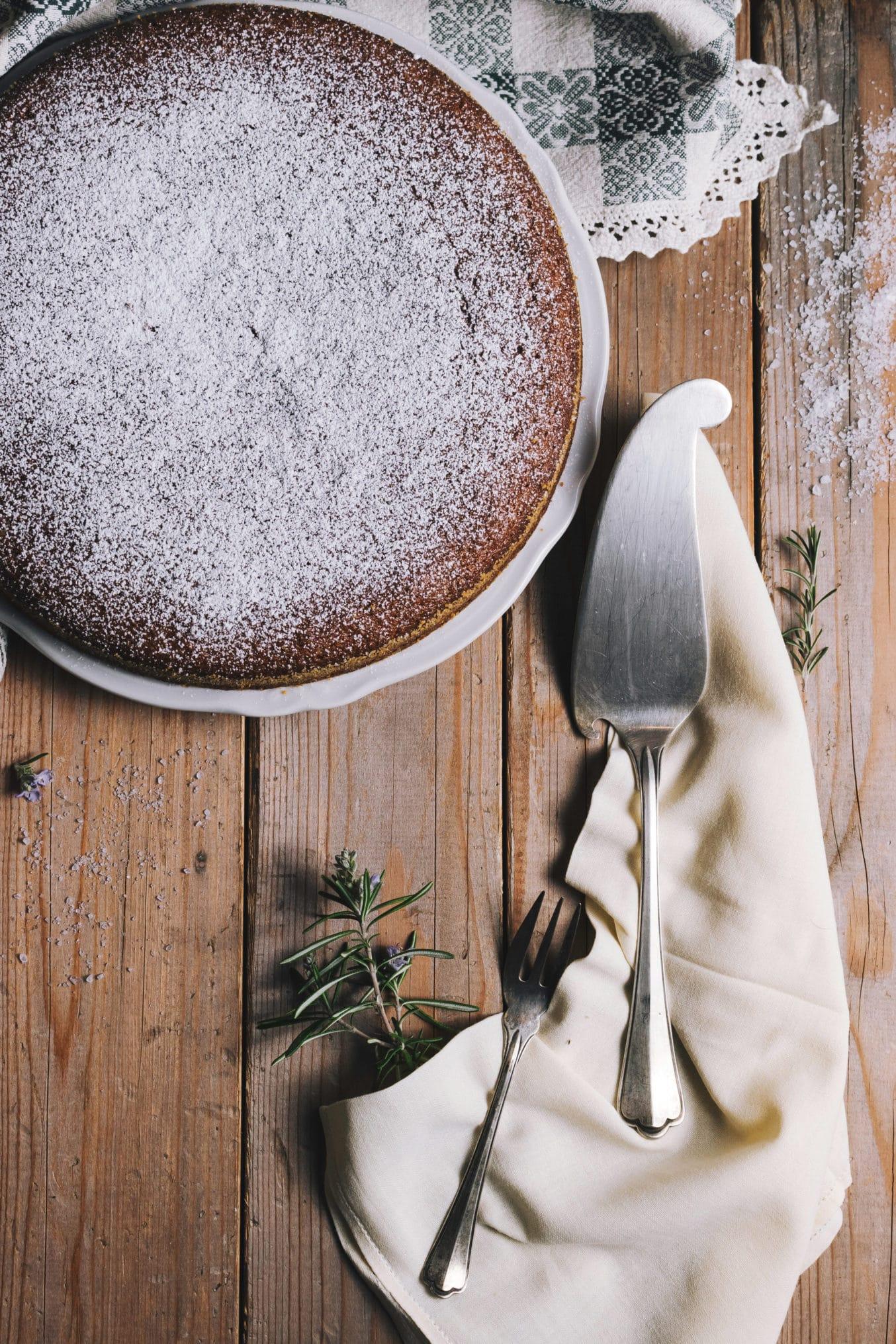 Mandelkuchen mit Puderzucker