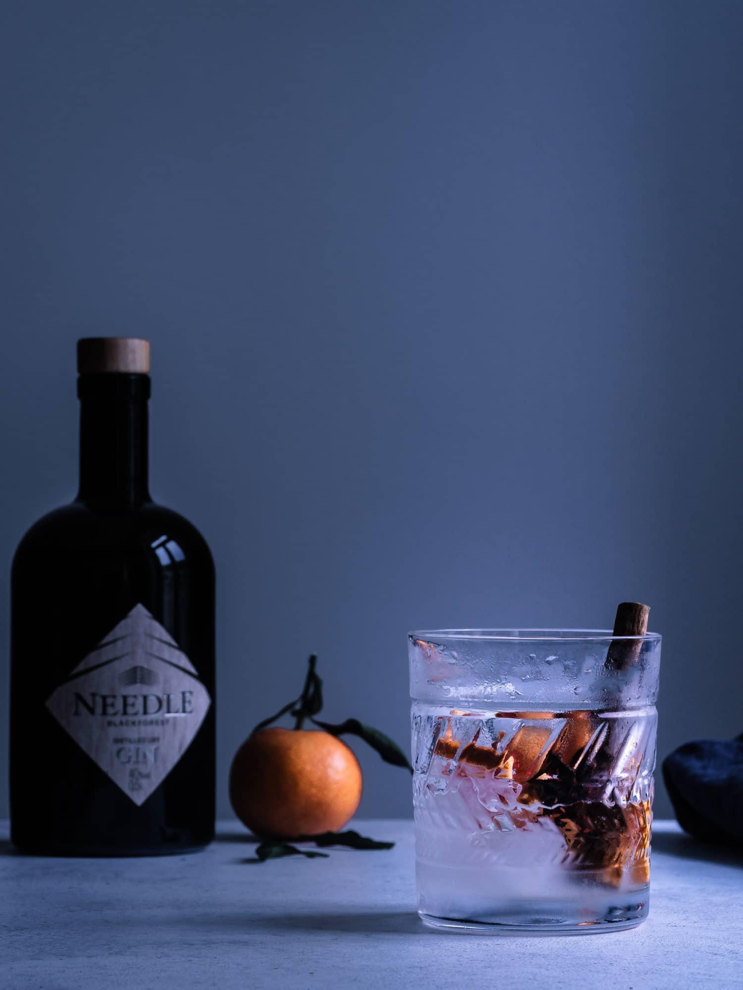 Winter Gin Tonic, ein wundervolles Rezept für Herbst, Winter und die Feiertage. #weihnachten #cocktails #happymoodfood #longdrink