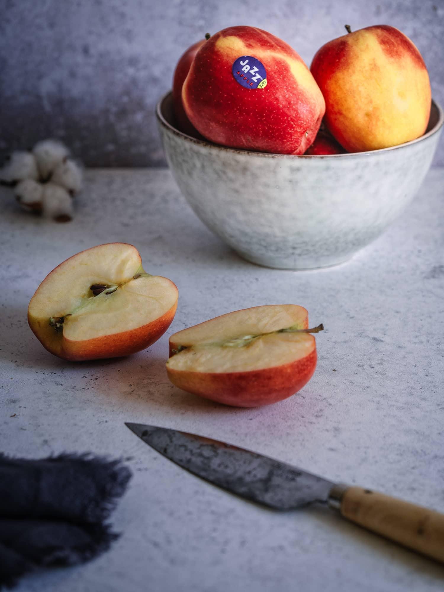 JAZZ™ Apfel angeschnitten