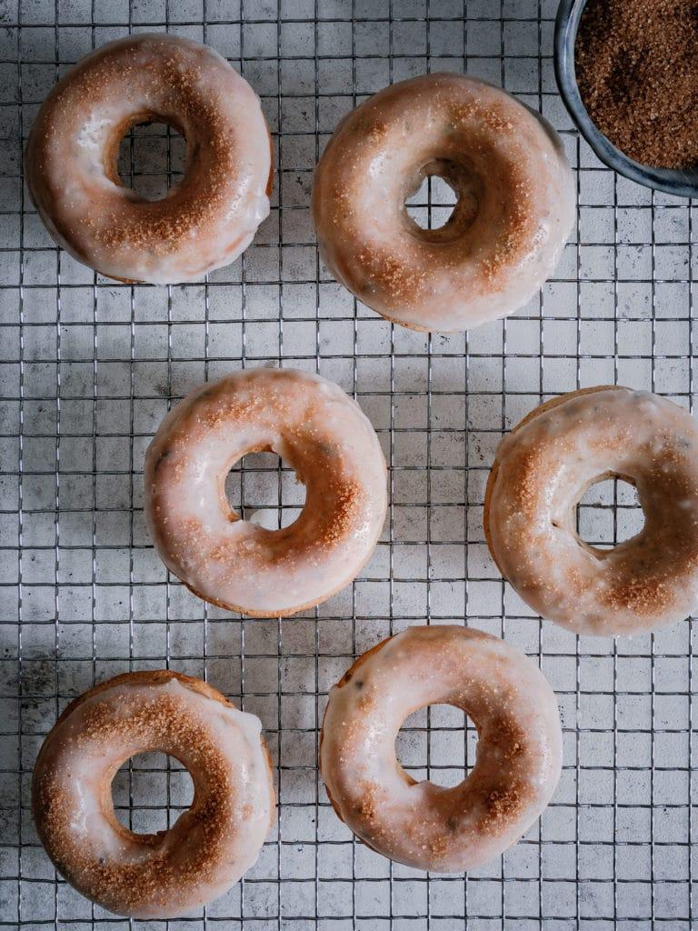 Vegane Donuts mit Glasur von oben