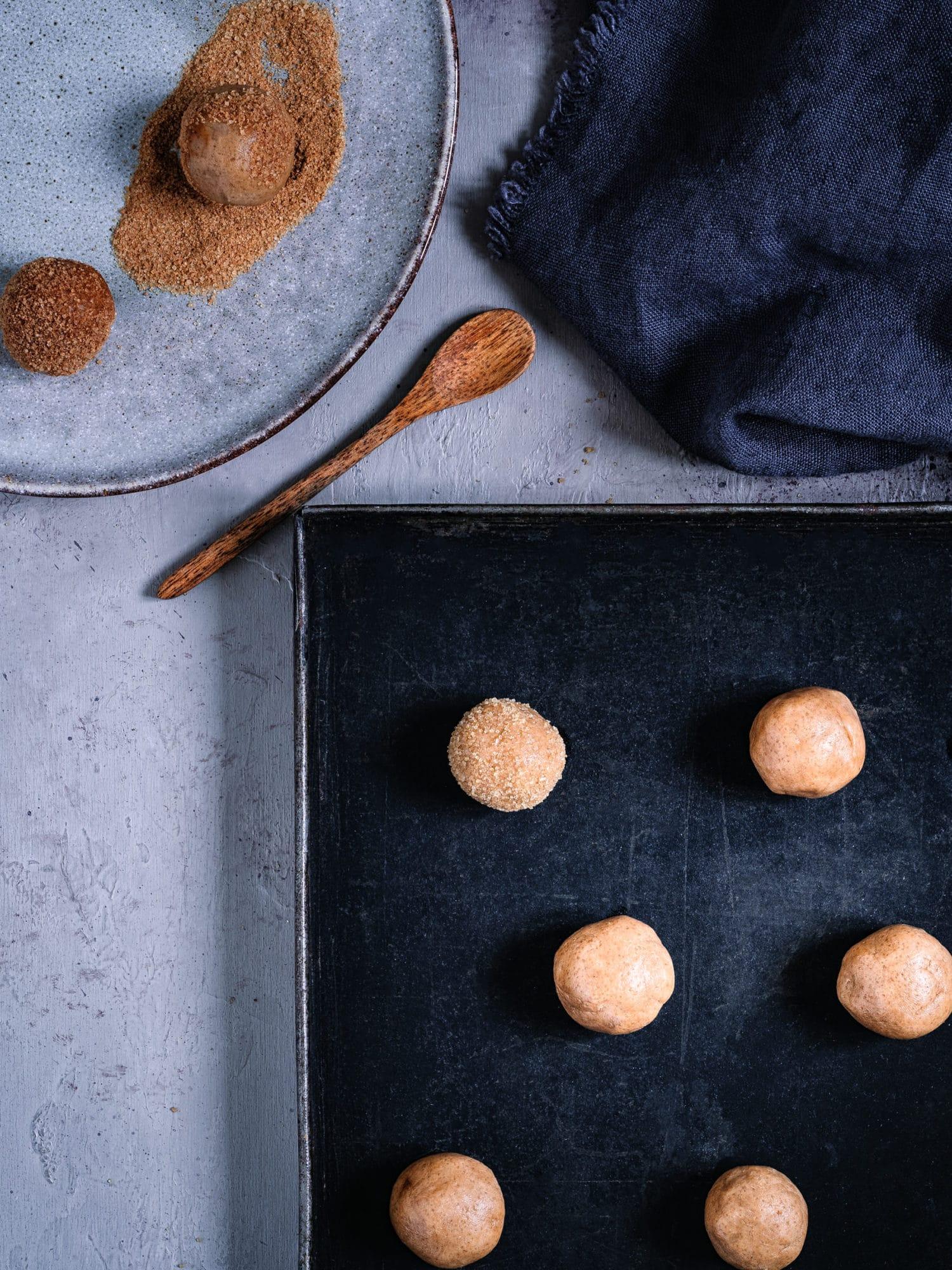 Teigkugeln in Zucker und Zimt- Snickerdoodles