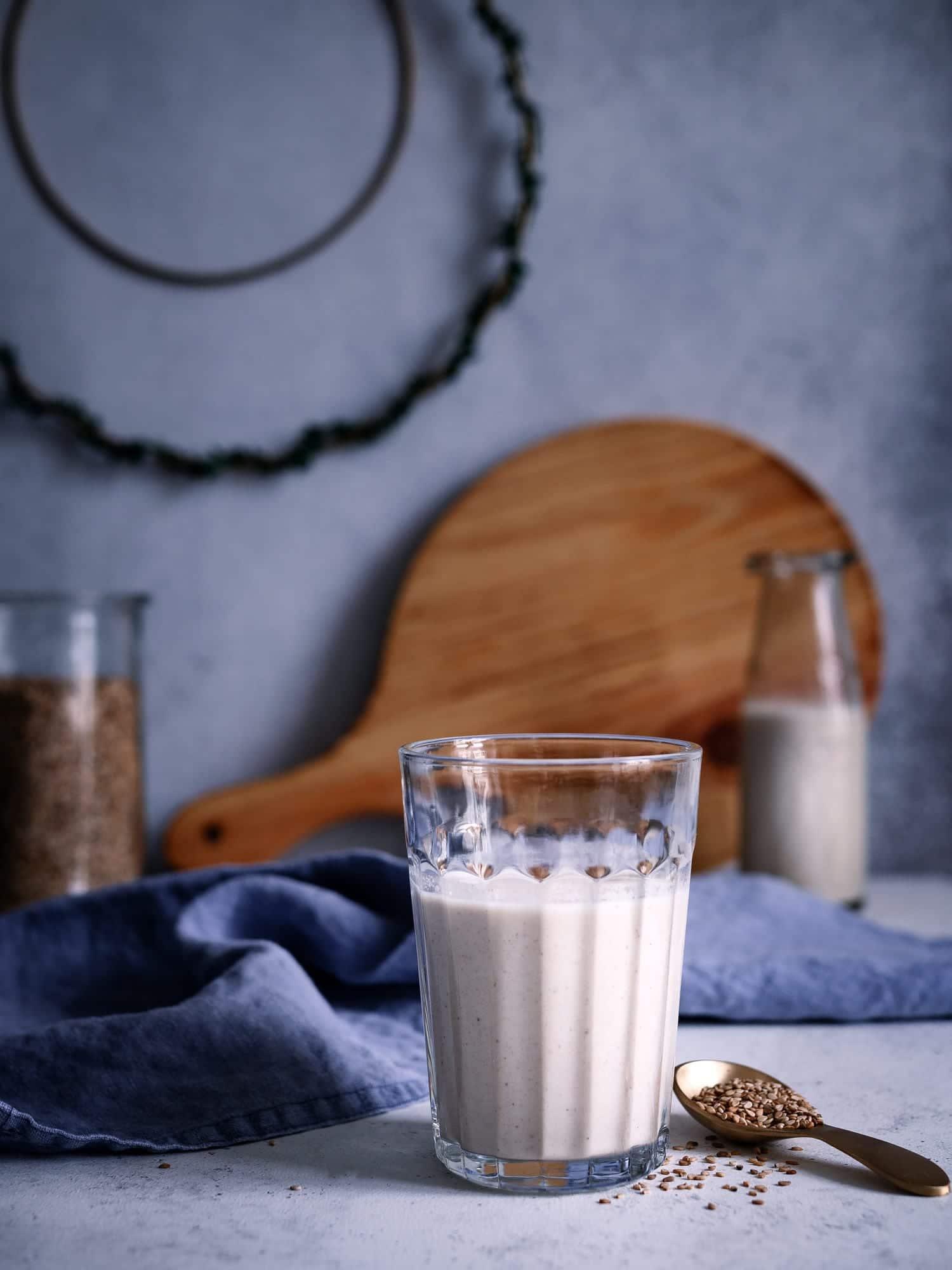 Sesammilch einfach selber machen aus Sesamsamen