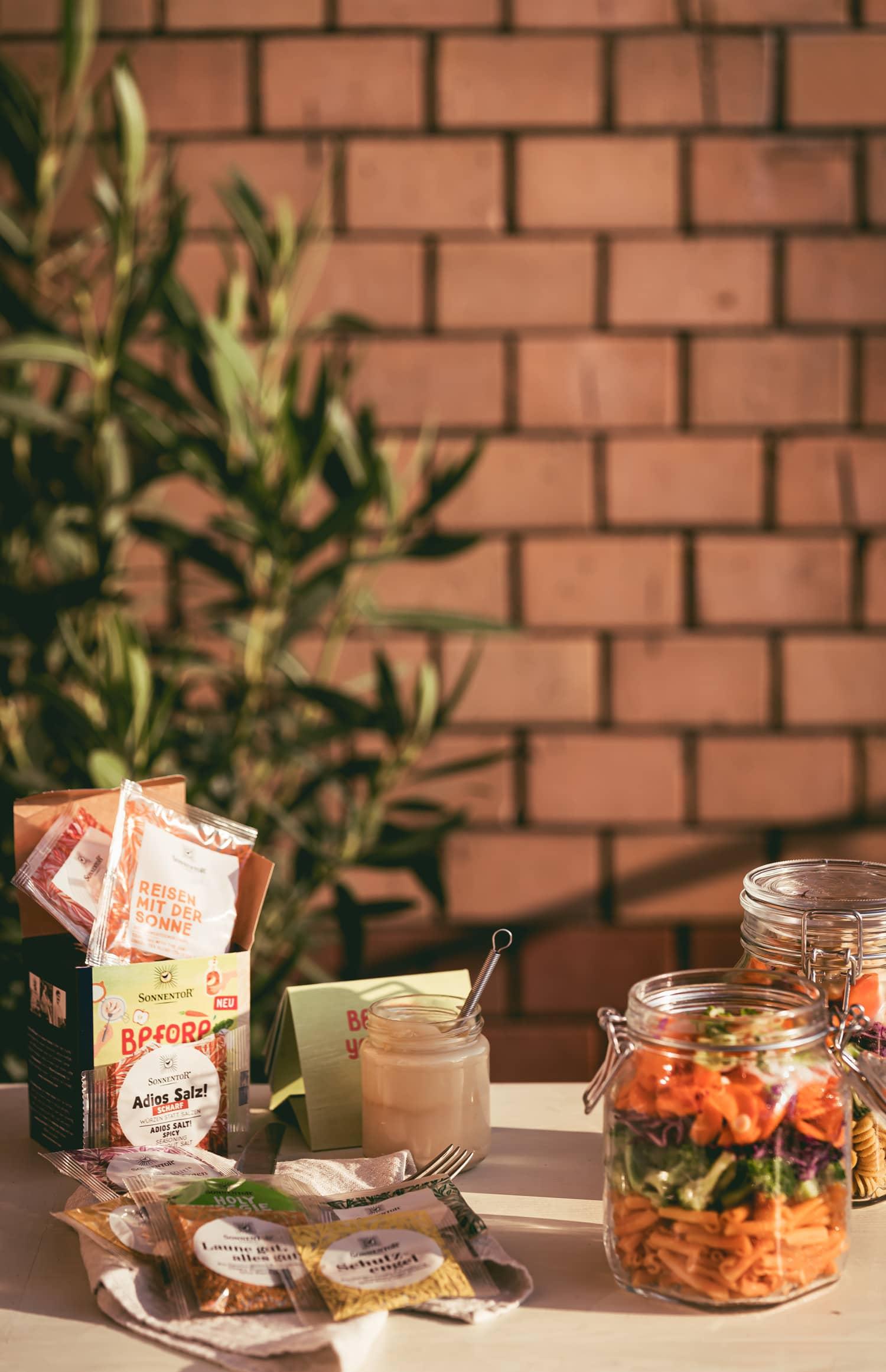 Die Lunch Box Ideenvielfalt von Sonnentor - veganer Nudelsalat