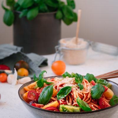 Veganer Parmesan aus nur drei Zutaten. Mit sanotact Bierhefe Flocken.
