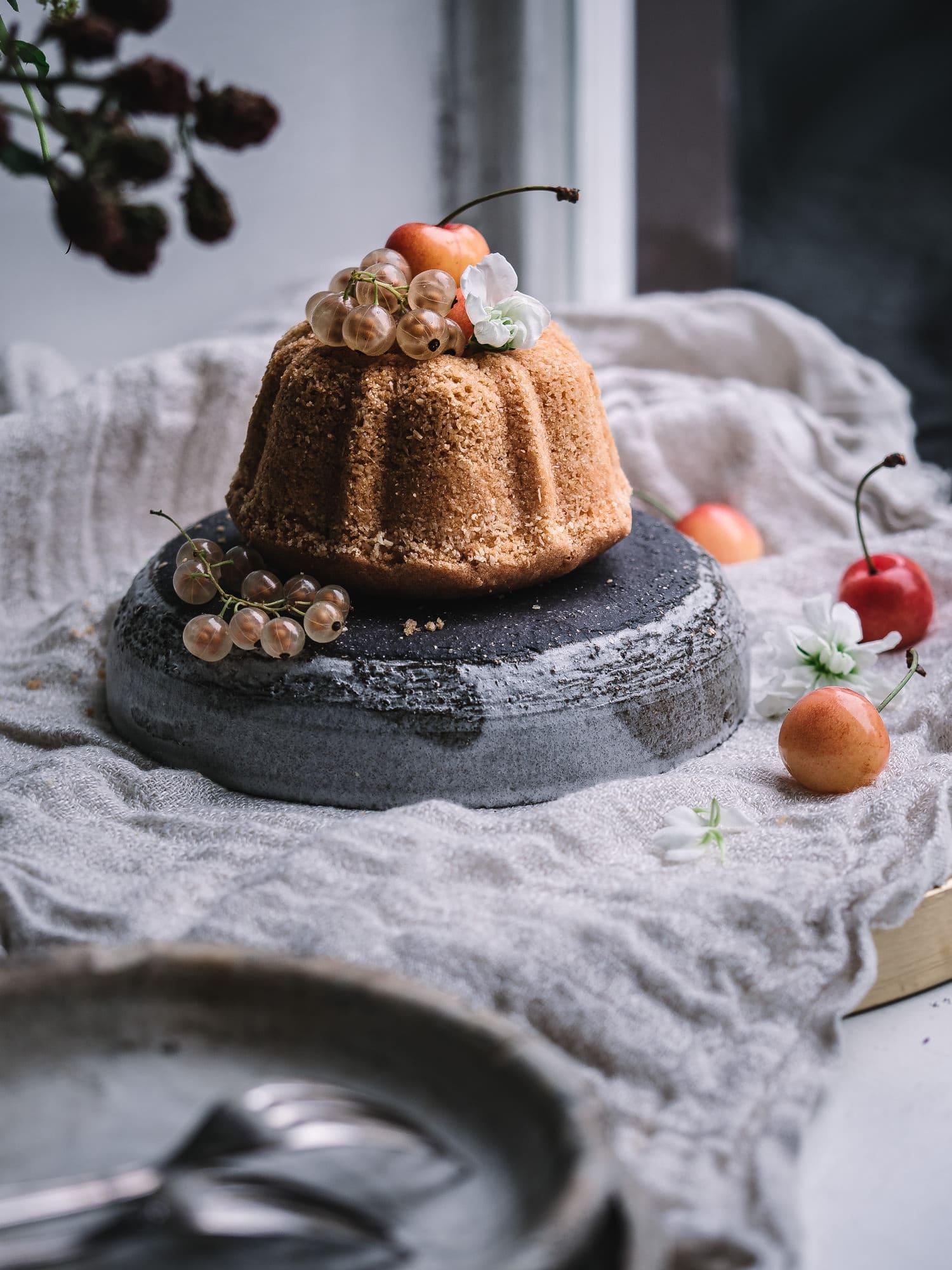 Mini Gugelhupf mit Apfelmus. Zuckerfrei und vegan.