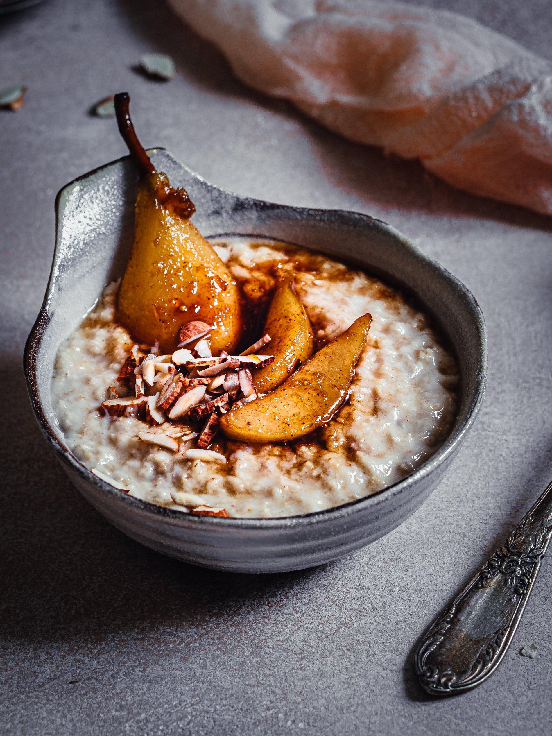 Porridge Grundrezept mit Lebkuchen Birnen