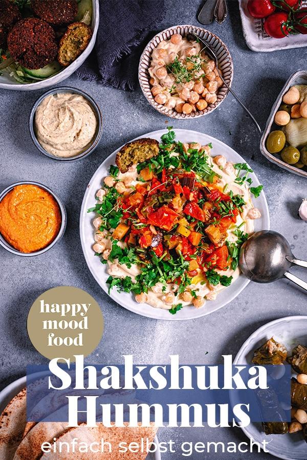 Veganes Shakshuka mit Hummus. Shakshuka Rezepte aus Israel. Shakshuka Hummus @happymoodfood