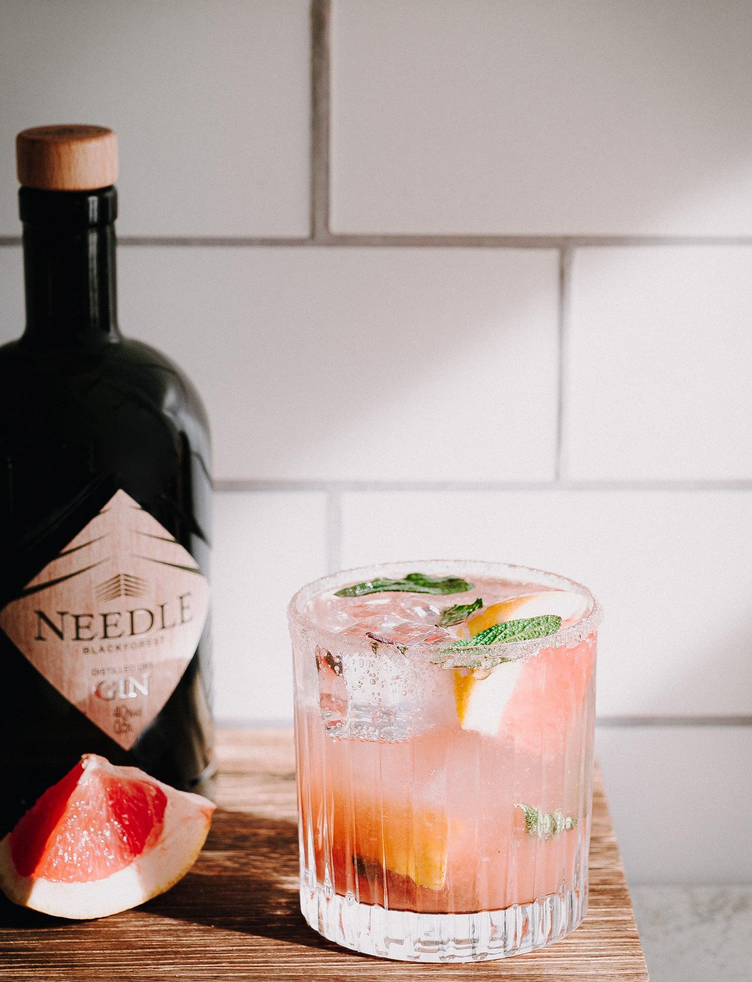 Gin Tonic Rezept mit pink Grapefruit, Salbei, Vanille & Needle Gin
