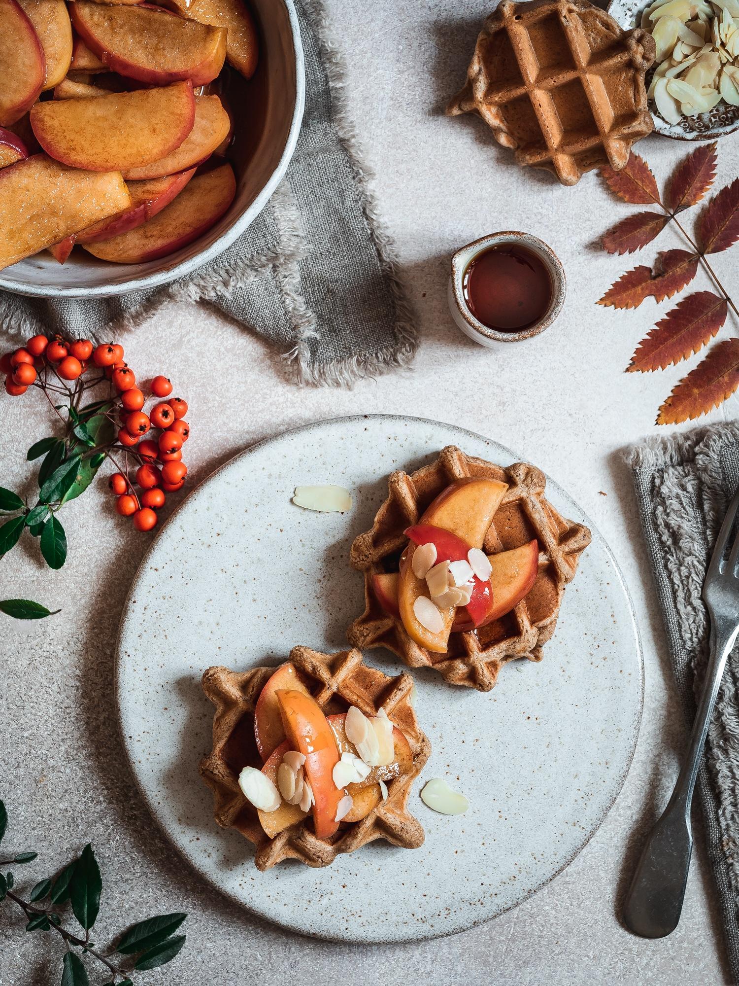 vegane Weihnachtswaffeln mit Zimt Äpfeln