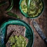 Erbsen Hummus mit Asafoetida, Ingwer & Koriander. Ayurvedisches Hummus Rezept von @happymoodfood. Sattvischer Foodblog mit veganen Rezepten